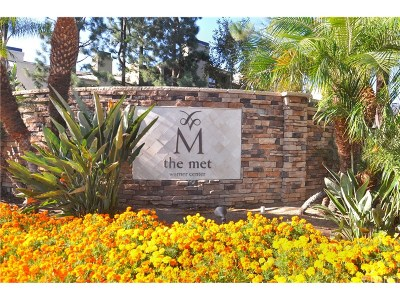 Woodland Hills Condo/Townhouse For Sale: 5510 Owensmouth Avenue #327