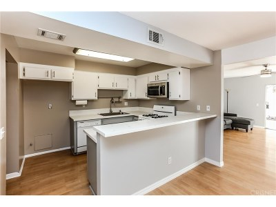 Moorpark Condo/Townhouse For Sale: 15290 Campus Park Drive #G