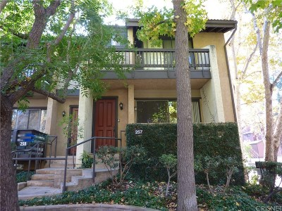 Woodland Hills Condo/Townhouse For Sale: 21900 Marylee Street #257