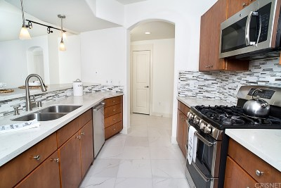 Valencia Condo/Townhouse For Sale: 24535 Town Center Drive #6208