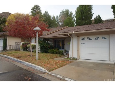 Newhall Condo/Townhouse For Sale: 26860 Oak Branch Circle