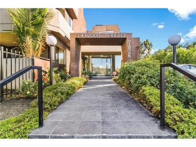 Canoga Park Condo/Townhouse For Sale: 7826 Topanga Canyon Boulevard #111