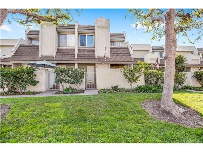 Condo/Townhouse Active Under Contract: 11806 Moorpark Street #H