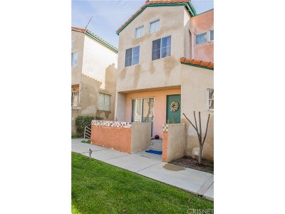 Sylmar Condo/Townhouse For Sale: 13901 Olive View Lane #6