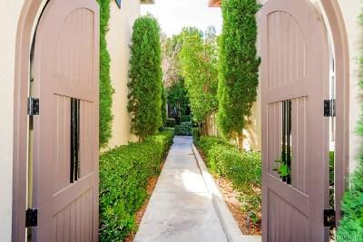Valencia Condo/Townhouse For Sale: 26903 Monterey Avenue