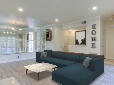 Woodland Hills Condo/Townhouse For Sale: 21901 Burbank Boulevard #207