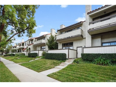 Canoga Park Condo/Townhouse For Sale: 22040 Strathern Street #3
