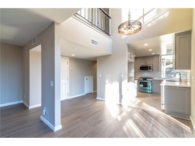 Woodland Hills Condo/Townhouse For Sale: 22041 Costanso Street #210