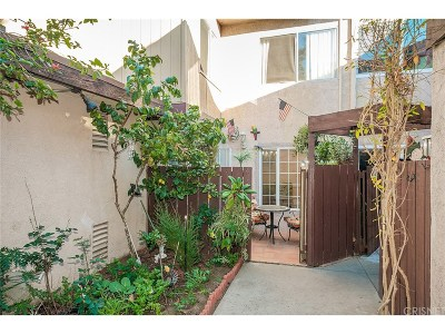 Van Nuys Condo/Townhouse For Sale: 7300 Lennox Avenue #K16