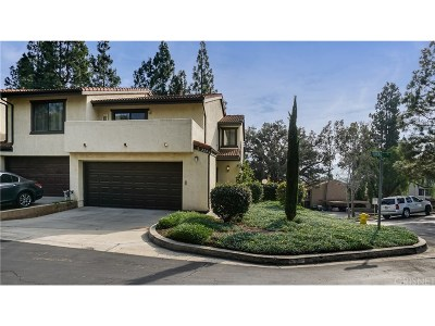 Santa Paula Condo/Townhouse For Sale: 220 Lilac Lane #35