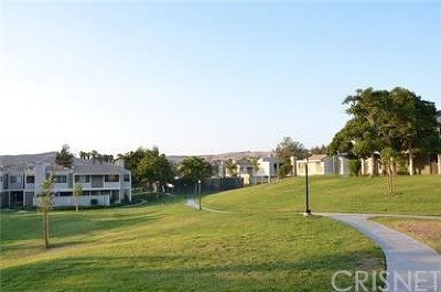 Canyon Country Condo/Townhouse For Sale: 27068 Hidaway Avenue #7