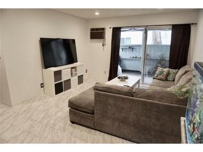 Canoga Park Condo/Townhouse For Sale: 21800 Schoenborn Street #162