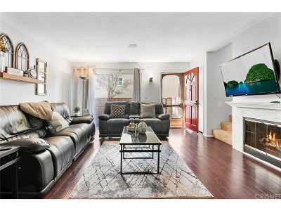 Saugus Condo/Townhouse Active Under Contract: 22617 Copper Hill Drive #120