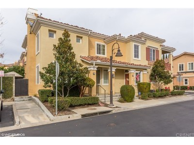 Simi Valley Condo/Townhouse For Sale: 2983 Fuentes Lane #B