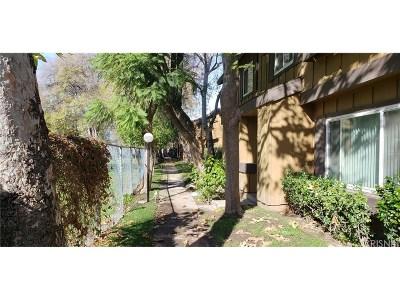 Winnetka Condo/Townhouse For Sale: 20135 Leadwell Street #4