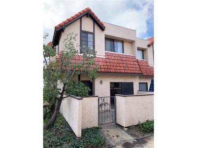 Canyon Country Condo/Townhouse For Sale: 27621 Nugget Drive #1