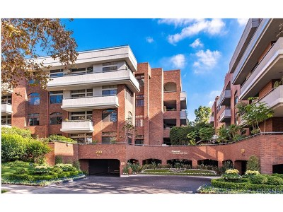 Beverly Hills Condo/Townhouse For Sale: 200 North Swall Drive North #402