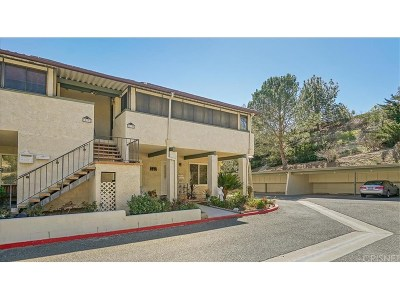 Newhall Condo/Townhouse Active Under Contract: 19736 Spanish Oak Drive
