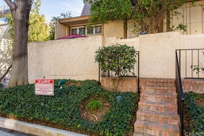 Woodland Hills Condo/Townhouse For Sale: 6121 Shoup Avenue #17