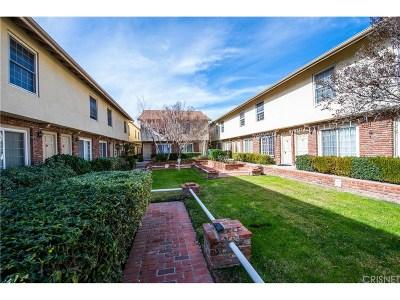 Chatsworth Condo/Townhouse For Sale: 10065 De Soto Avenue #210