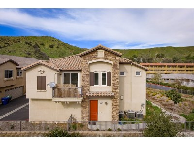 Canyon Country Condo/Townhouse For Sale: 27968 Avalon Drive