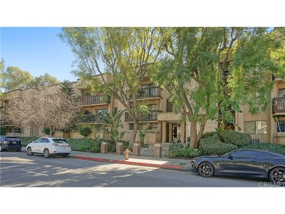 Los Angeles County Condo/Townhouse For Sale: 22100 Burbank Boulevard #221B