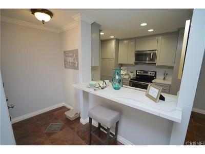 Valencia Condo/Townhouse For Sale: 25718 Hogan Drive #C3