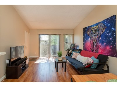 Reseda Condo/Townhouse For Sale: 7308 Corbin Avenue #G