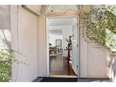 Toluca Lake Condo/Townhouse Active Under Contract: 10655 Bloomfield Street