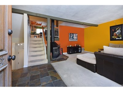 Woodland Hills Condo/Townhouse For Sale: 21515 Erwin Street #11