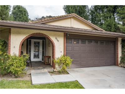 Newhall Condo/Townhouse Active Under Contract: 26568 Cardwick Court