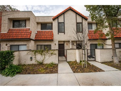 Canyon Country Condo/Townhouse For Sale: 18004 River Circle #2