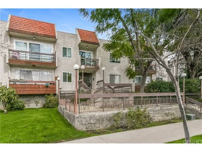 Condo/Townhouse Active Under Contract: 12157 Moorpark Street #101
