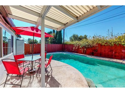 Granada Hills Single Family Home For Sale: 10645 Debra Avenue