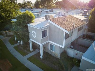 Granada Hills Condo/Townhouse Active Under Contract: 10750 Woodley Avenue #6