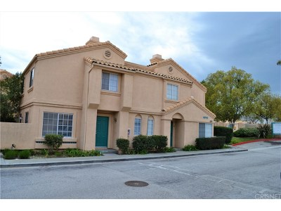 Newhall Condo/Townhouse Active Under Contract: 18716 Vista Del Canon #B
