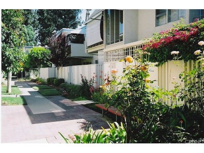 Studio City Condo/Townhouse For Sale: 4353 Colfax Avenue #21