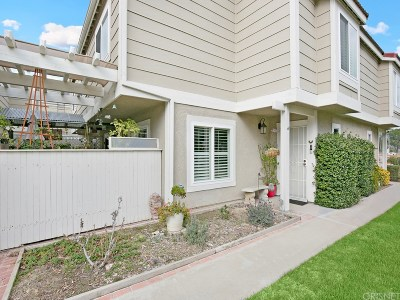 Castaic Condo/Townhouse Active Under Contract: 31355 The Old Road #B