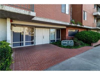 Winnetka Condo/Townhouse For Sale: 7211 Cozycroft Avenue #23
