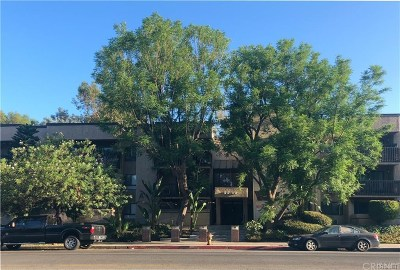Woodland Hills Condo/Townhouse Active Under Contract: 22100 Burbank Boulevard #344