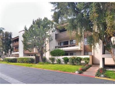 Woodland Hills Condo/Townhouse Active Under Contract: 5800 Owensmouth Avenue #64