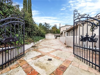 Woodland Hills Single Family Home Active Under Contract: 4821 Don Juan Place