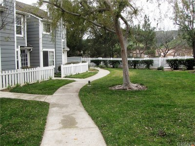Simi Valley Condo/Townhouse For Sale: 420 Jeremiah Drive #A
