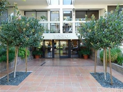 West Hollywood Condo/Townhouse Active Under Contract: 1230 North Sweetzer Avenue #201