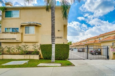 Sylmar Condo/Townhouse For Sale: 13580 Foothill Boulevard #7