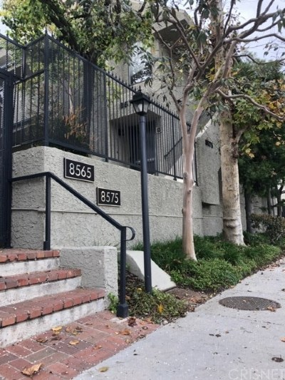 Canoga Park Condo/Townhouse Active Under Contract: 8575 Independence Avenue #11