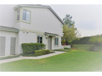 Saugus Condo/Townhouse Active Under Contract: 25415 Dry Creek Court