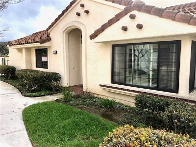 Simi Valley Condo/Townhouse For Sale: 318 Country Club Drive #A