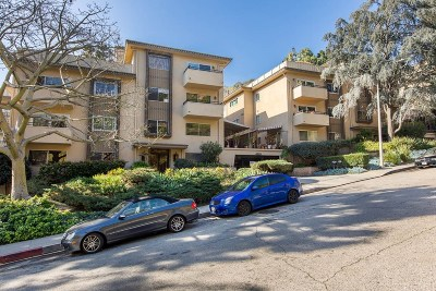 Los Angeles Condo/Townhouse Active Under Contract: 6708 Hillpark Drive #302