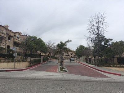 Newhall Condo/Townhouse For Sale: 19846 Sandpiper Place #82